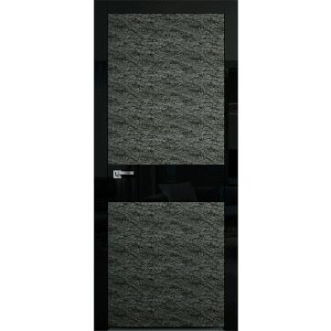 Дверное полотно Colorize-Rock Alter с панелями из каменного шпона с центральной вставкой из глянцевого черного стекла.